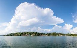 Vista panorámica de la ciudad y del lago - Flores, Peten, Guatemala de Flores Foto de archivo libre de regalías