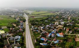 Vista panorámica de la entrada hermosa de la calle de la ciudad fotos de archivo libres de regalías