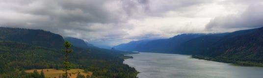 Vista panorámica de la garganta del río Columbia Fotos de archivo