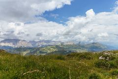 Vista panorámica de la montaña famosa de las dolomías imagen de archivo libre de regalías