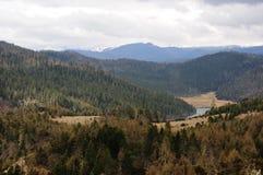 Vista panorámica de la montaña y del lago de la nieve de Meili Fotografía de archivo