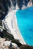 Vista panorámica de la playa de los myrtos en la isla del kefalonia Imagen de archivo libre de regalías