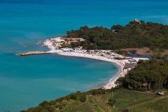 Vista panorámica de la playa de Portonovo en el parque de Conero Foto de archivo libre de regalías