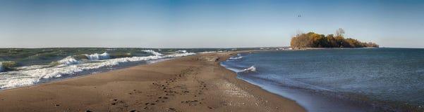 Vista panorámica de la playa del parque nacional de Pelee del punto en el lago Erie Foto de archivo