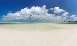 Vista panorámica de la playa tropical fotografía de archivo