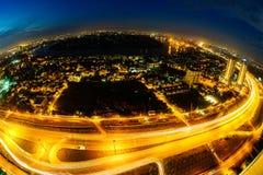 Vista panorámica de la ruta nacional 1A en la ciudad de Ho Chi Minh en crepúsculo por la lente de fisheye, Vietnam Foto de archivo