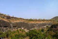 Vista panorámica de las cuevas de Ajanta fotos de archivo libres de regalías