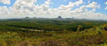 Vista panorámica de las montañas de cristal de la casa en Queensland, Australia fotos de archivo libres de regalías
