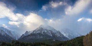 Vista panorámica de las montañas de Bucegi Fotos de archivo libres de regalías