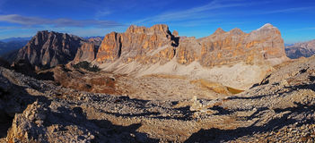 Vista panorámica de las montañas de Dolomiti - Group Tofana di Tores - I Imagenes de archivo