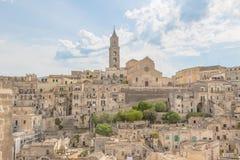 Vista panorámica de las piedras típicas Sassi di Matera y de la iglesia de M Imágenes de archivo libres de regalías