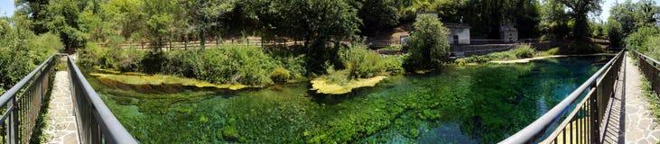Vista panorámica de las primaveras del mercure del río Fotografía de archivo libre de regalías