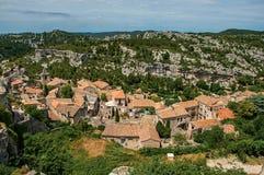 Vista panorámica de las ruinas del castillo de Baux-de-Provence en la colina Imágenes de archivo libres de regalías