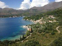 Vista panorámica de los alojamientos costeros mediterráneos del día de fiesta, Dubrovnik, Dalmacia, Croacia, Europa fotografía de archivo