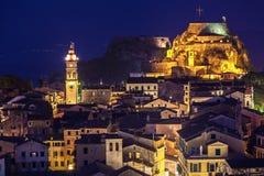 Vista panorámica de los citylights de la ciudad de Corfú en la noche Fotos de archivo