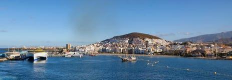 Vista panorámica de los dos puntos del puerto Fotografía de archivo libre de regalías
