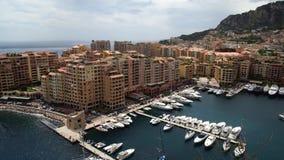 Vista panorámica de Mónaco en la primavera de 2018, coches y yates metrajes