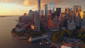 Vista panorámica de Manhattan con los rascacielos altos metrajes