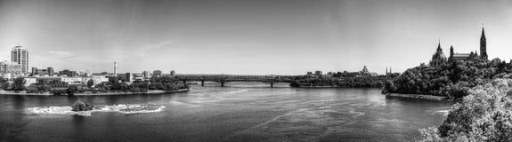 Vista panorámica de Ottawa en Canadá, en blanco y negro imagen de archivo libre de regalías