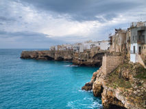 Vista panorámica de Polignano. Apulia. Imagen de archivo