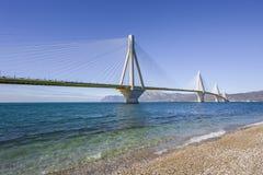 Vista panorámica de puente colgante Río - Antirio cerca de Patra, Grecia Fotos de archivo