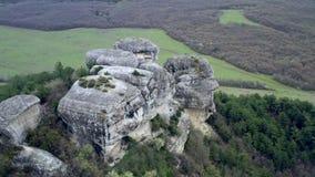Vista panorámica de ruinas de la ciudad antigua Alto de la ciudad de la cueva en las montañas almacen de metraje de vídeo