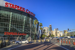 Vista panorámica de Staples Center y del Los Ángeles céntrico imagen de archivo