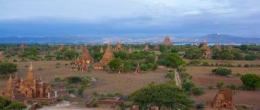 Vista panorámica de stupas y de templos en Bagan imágenes de archivo libres de regalías