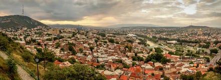 Vista panorámica de Tbilisi, la capital de Georgia con la ciudad vieja Fotos de archivo libres de regalías