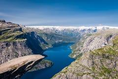 Vista panorámica de Trolltunga, Odda, Noruega Foto de archivo