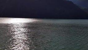 vista panorámica de un lago en las montañas metrajes