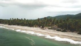 Vista panorámica de una playa hermosa en Colombia metrajes