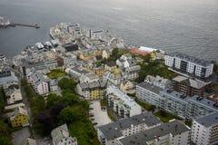 Vista panorámica del archipiélago y del centro de ciudad hermoso de Alesund, Noruega fotos de archivo