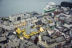 Vista panorámica del archipiélago y del centro de ciudad hermoso de Alesund, Noruega imagen de archivo libre de regalías