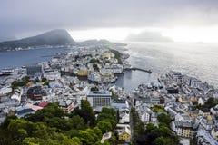 Vista panorámica del archipiélago y del centro de ciudad hermoso de Alesund, Noruega fotografía de archivo libre de regalías