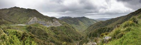 Vista panorámica del camino de la colina de Rimutaka, Wairarapa, Nueva Zelanda Fotos de archivo libres de regalías