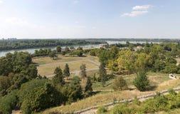 Vista panorámica del Danubio y de la Belgrado de la altura del Fotos de archivo