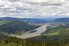 Vista panorámica del delta del río del Yukón Kuskokwim cerca de Dawson City, Canadá Foto de archivo libre de regalías