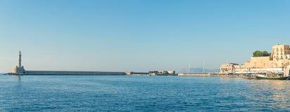 Vista panorámica del faro de la antigüedad en el puerto veneciano viejo de Chania Isla de Crete Grecia imagen de archivo libre de regalías