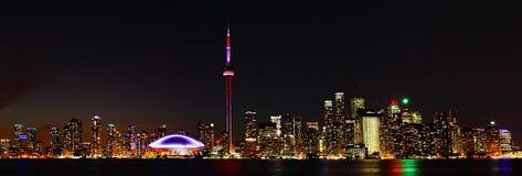 Vista panorámica del horizonte de Toronto, Canadá, en la noche imagen de archivo