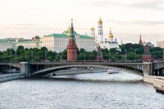 Vista panorámica del Kremlin en Moscú por la tarde Fotografía de archivo libre de regalías