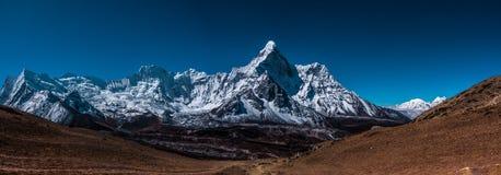 Vista panorámica del lado oeste del pico de Ama Dablam fotos de archivo libres de regalías