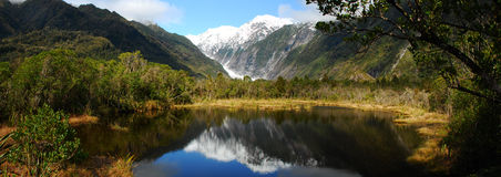 Vista panorámica del lago Imagen de archivo libre de regalías