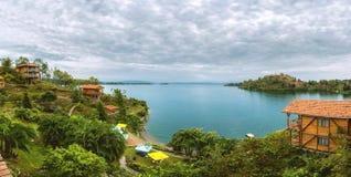 Vista panorámica del lago Fotos de archivo libres de regalías