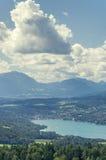 Vista panorámica del lago Worthersee Imagen de archivo