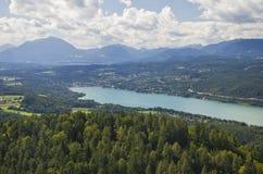Vista panorámica del lago Worthersee Fotografía de archivo