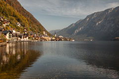Vista panorámica del lago y de la ciudad, Salzkammergut, Austria Hallstatt Fotografía de archivo