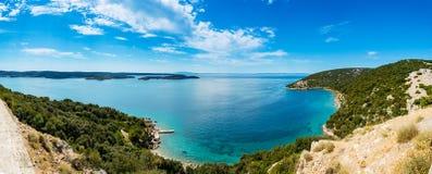 Vista panorámica del mar adriático cerca de la ciudad Lopar en la isla Rab Foto de archivo