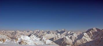 Vista panorámica del mountai de la nieve Fotografía de archivo