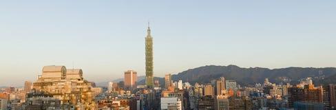 Vista panorámica del paisaje urbano de Taipei. Imagen de archivo